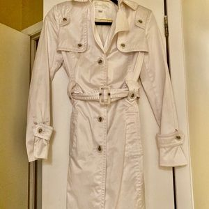 Beautiful white trench coat. Size Small ✨❤️🎀